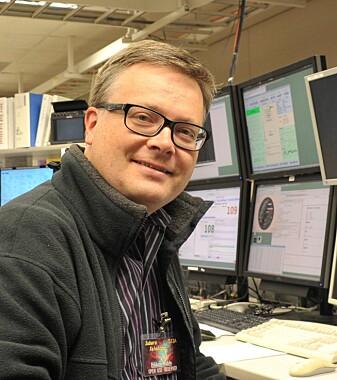 Håkon Dahle er forsker ved Institutt for teoretisk astrofysikk, UiO. Han sier at vi ikke har det fulle og hele svaret på hva radioglimt er enda.