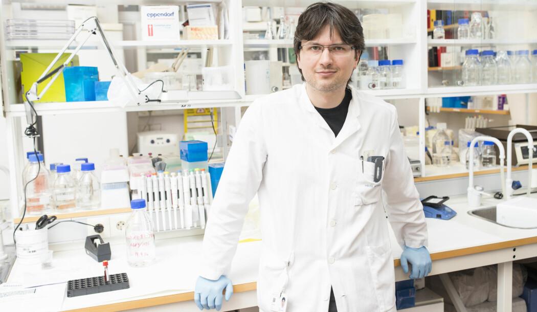 En av forskerne bak en ny studie på sykdommen: Charalampous Tzoulis er professor i nevrologi ved Universitetet i Bergen og leder av Neuro-SysMed, Norges første forskningssenter for klinisk behandling i nevrologi.