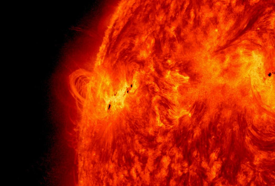 Solflekker med kraftige magnetiske felt i 2013, rundt den tiden sola sist var på sitt mest aktive.