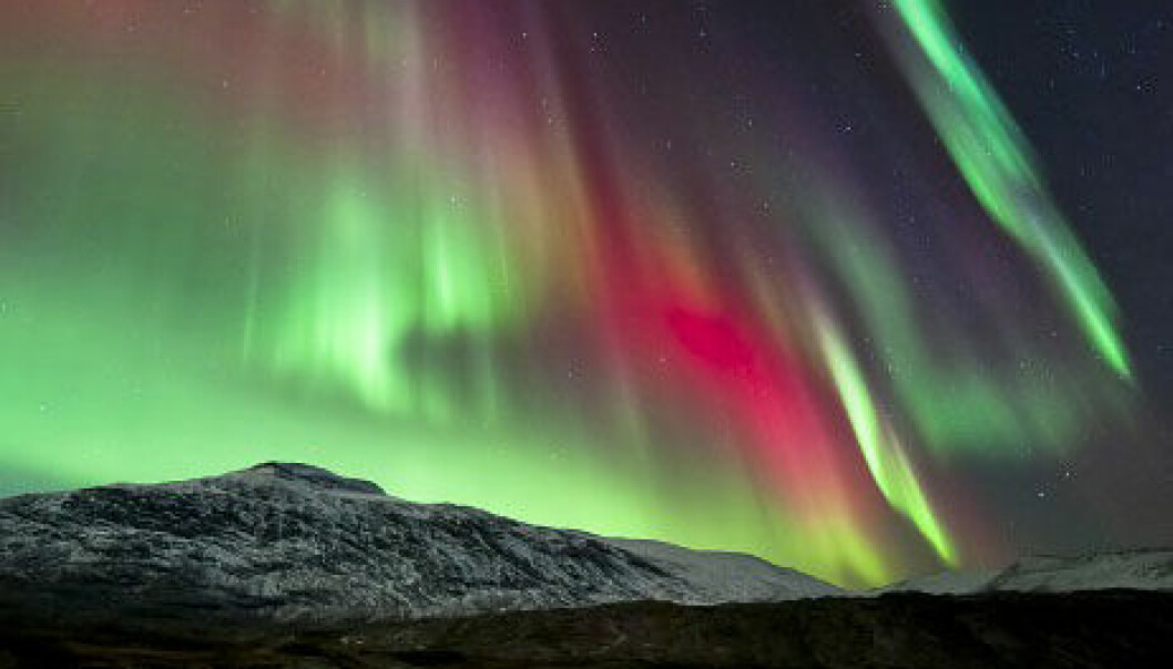 Himmelsk nordlysshow fanga i biletet av den norske fotografen Tommy Eliassen. Tommy Eliassen