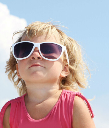- Øynene må også beskyttes mot solen, sier Juzeniene, og forteller at ekstrem solpåvirkning kan gi øyesykdommen grå stær. (Foto: Colourbox)
