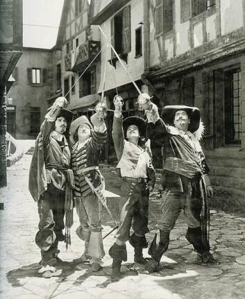Johannessen ble fascinert av fortellingen om De tre musketerer, skrevet av den franske forfatteren Alexandre Dumas. Bildet er fra stumfilmen om musketerene fra 1921. (Foto: WikimediaCommons)