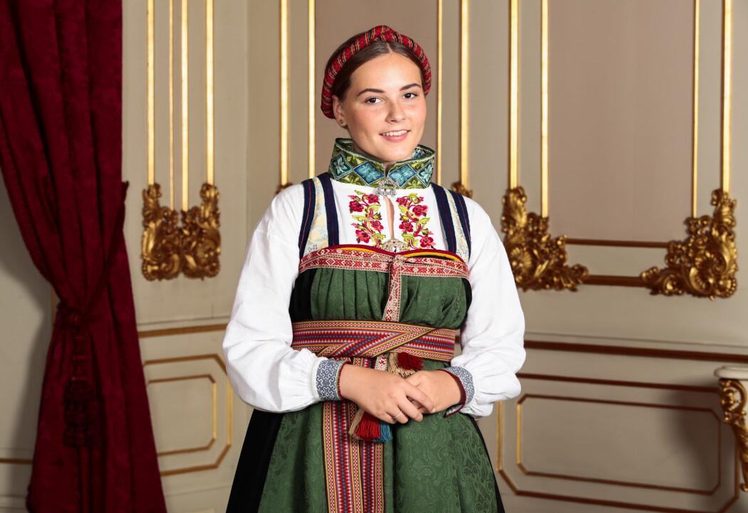 Da prinsesse Ingrid Alexandra ble konfirmert i Slottskapellet i fjor, hadde hun på seg en bunad fra Telemark. For 100 år siden hadde det ikke vært naturlig for en kongelig å ta på seg bunad. Foto: Lise Åserud / NTB scanpix