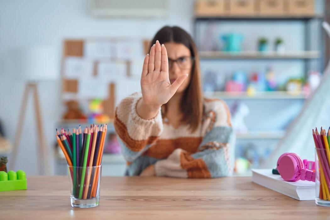 Både studenter og ansatte unngår å synge fordi de ikke har tro på sin egen sangstemme, ifølge forsker Kirsten Halle.