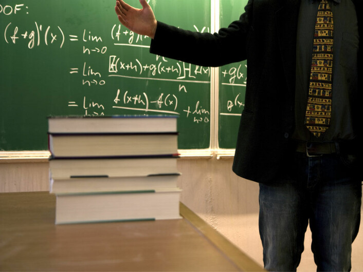 Rapporten viser at den svenske læreren har gått fra å være en formidler av kunnskap til å bli en som skal lede og støtte eleven i deres søken etter kunnskap. (Foto: Colourbox.com)