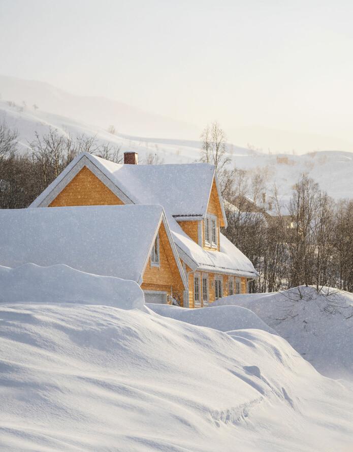 Store mengder snø ligger fortsatt på bakken både i Tromsø og mange andre steder, og mengder med nysnø falt denne uka både i Nord-Norge og lengre sør.