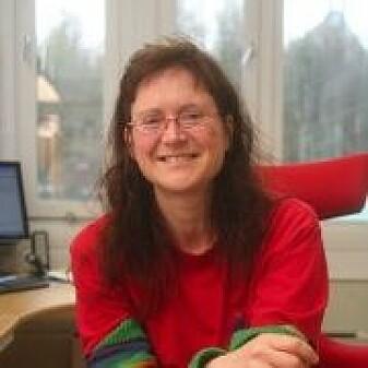 Elisabeth Cooper forsker på hvordan planter reagerer på klimaendringer.
