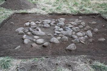 Nordeide har mellom anna gravd ut denne gravrøysa på Horgheim. (Foto: Sæbjørg Walaker Nordeide) (Foto: Sæbjørg Walaker Nordeide)