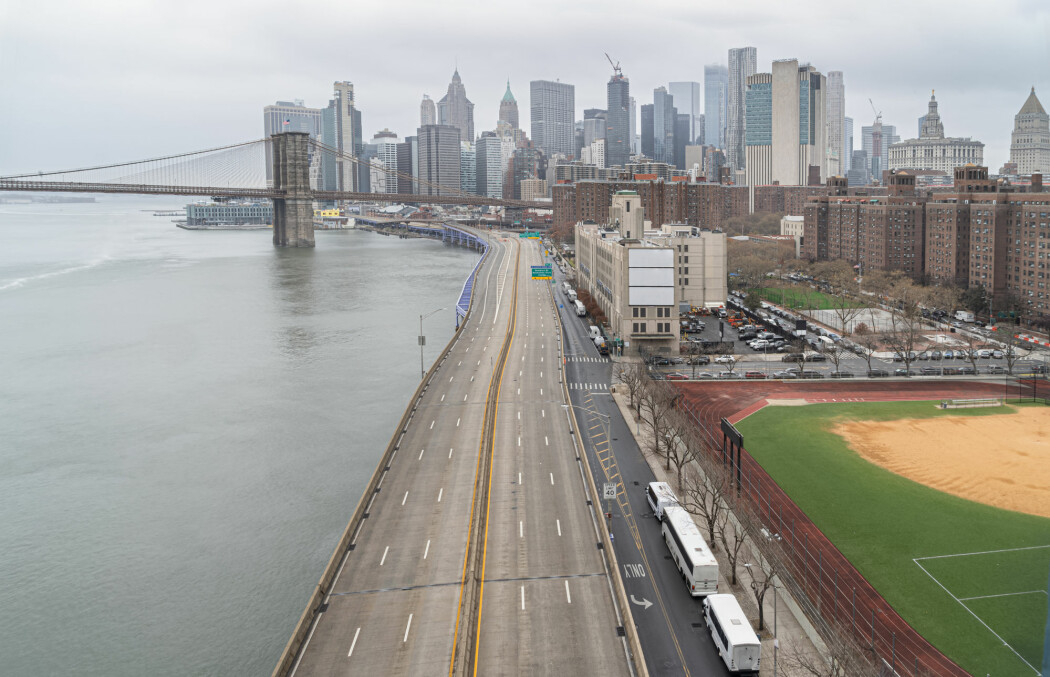 Tomme gater på Manhattan, New York. Halvparten av nedgangen i CO2-utslipp skyldes trolig redusert trafikk på land, skriver forskerne.