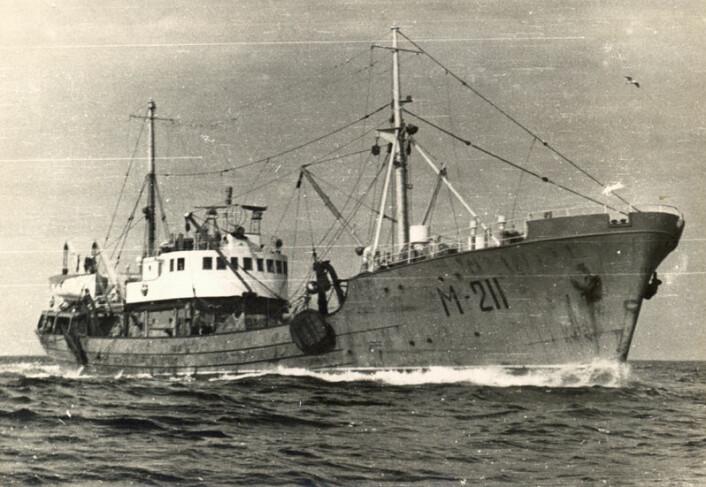 """Data hentet inn på sovjetiske forskningstokt utenfor norskekysten er digitalisert og bidrar til ny kunnskap om økosystemet i Barentshavet. Bildet viser fartøyet """"Tuna"""" som ble brukt under årlige kartlegginger av torskeegg og dyreplankton. Bildet er fra 1972. (Foto: PINRO)"""
