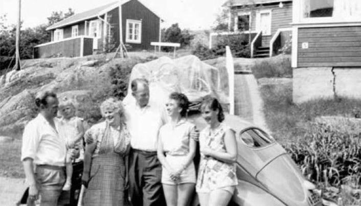 Det var ikke uvanlig at kone og barn ferierte i flere uker på Sørlandet, mens far kom på besøk i helgene. Her fra pensjonatet Brekkesjø i Brekkestø.