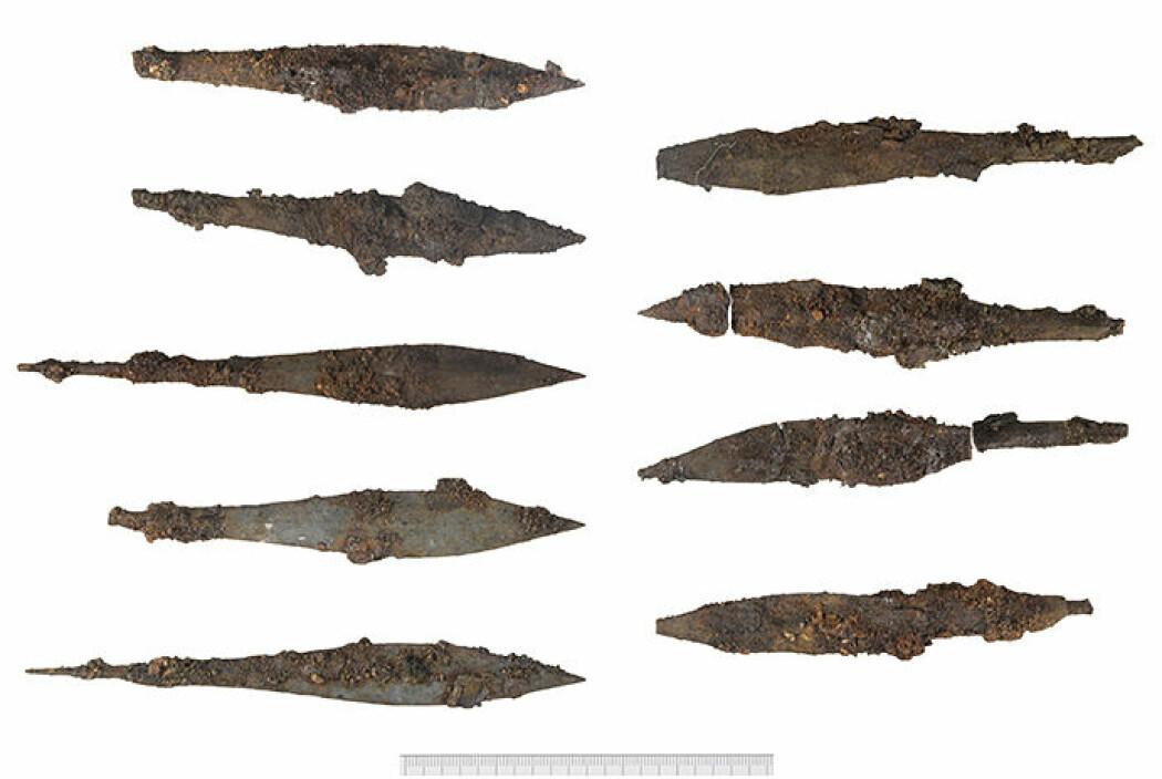De ni pilspissene som ble funnet i løpet av utgravninga, flere av de er svært godt bevart.