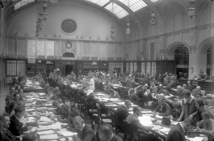 Kontorlandskapet og det upersonlige skrivebordet er slett ikke noen ny idé. Her fra det tyske rikspatentkontoret i 1929. (Foto: Bundesarchiv, Bild 102-08642 / CC-BY-SA)