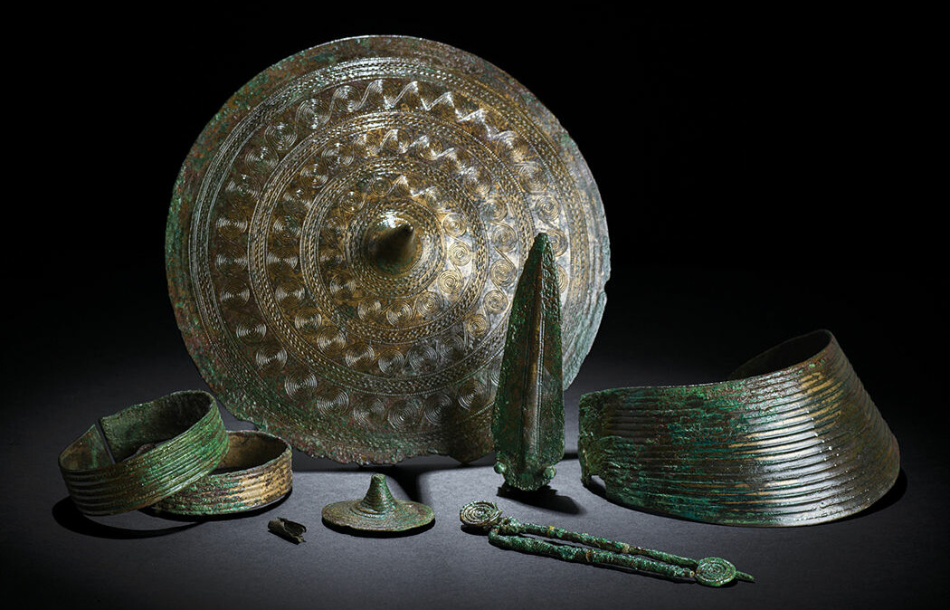Disse smykkene fulgte Regekvinnen i graven, datert til 1500–1300 f. Kr.
