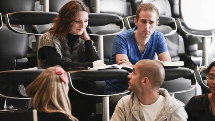 Flere studenter leverer masteroppgaven på normert tid. (Foto: Colourbox)