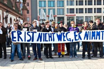 Demonstrasjon til støtte for Tysklands eks-justisminister Karl-Theodor zu Guttenberg. (Foto: Jorg Hackemann/ Shutterstock)