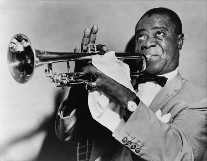 Louis Armstrong var en av de svarte jazzstjernene det amerikanske utenriksdepartementet sendte ut for å vinne hjertene i de landene der sympatien svingte mellom øst og vest. (Foto: Wikimedia commons)