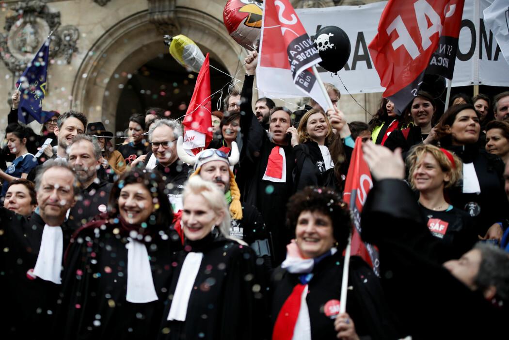 Franske advokater gikk i mars ut i streik i protest mot en ny pensjonslov.