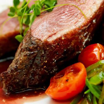 Noen slankere kutter ned på fett, andre på karbohydrater. Magert kjøtt gir lite av begge. (Illustrasjonsfoto: colourbox.no)