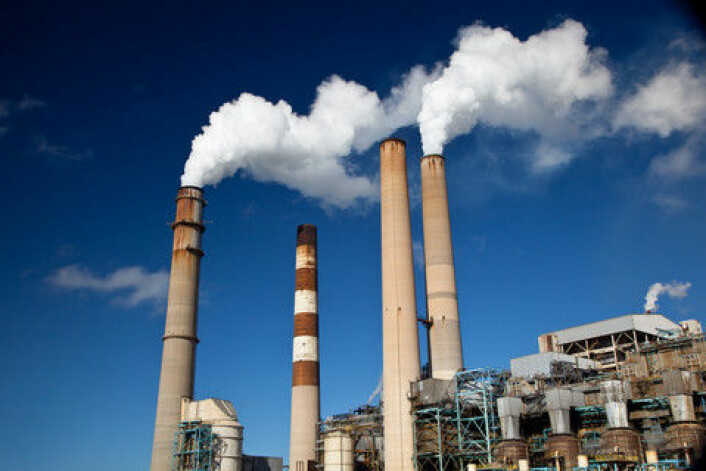 WMO hevder at fossilt brennstoff-relaterte aktiviteteter som for eksempel oljeraffinering fører til økte nivåer av klimagasser. (Foto: Colourbox)