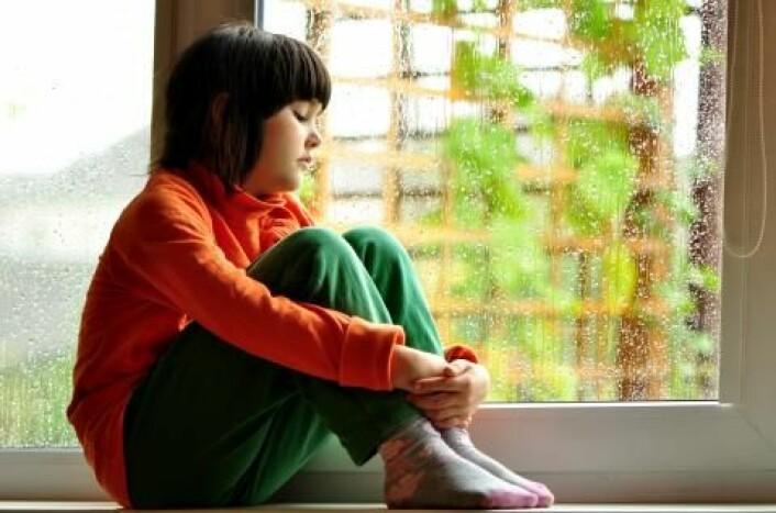 Mangelen på penger gjør det vanskelig for asylbarn å delta på sosiale arrangementer, som leirskole, klasseturer eller bursdagsfeiringer. Dette fører til at mange av barna føler seg isolert og utestengt, skriver Fafo-forskerne. (Illustrasjonsfoto: www.colourbox.no)