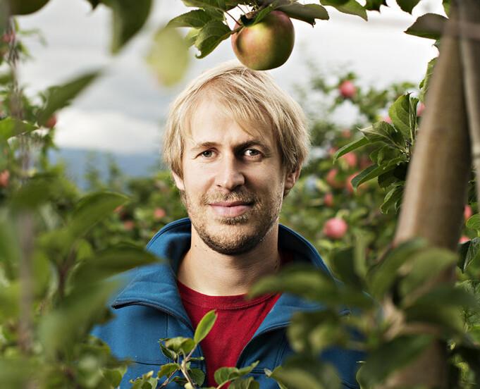 – Vi ønsker å utvikle et eksklusivt surøl som tar opp i seg de unike egenskapene til jordsmonnet, lufta, frukten, klima og miljøet her i fruktbygda, sier ølbrygger Eivin Eilertsen.