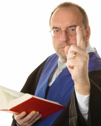 Jurister var – sammen med prester – de første som brukte hermeneutikken i arbeidet sitt. De skal nemlig fortolke loven så korrekt som mulig. Derfor er det viktig å være oppmerksom på hvilke forforståelser man møter paragrafene med: Hvordan møter juristen teksten? (Foto: Colourbox)