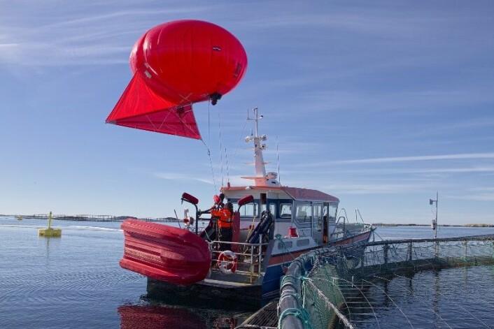 Forsøkene ble gjennomført under topp forhold, men utstyret tåler både vind og vær. (Foto: Sintef)
