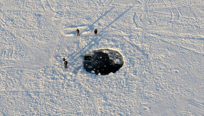 Nesten hele meteoren som falt ned over Tsjeljabinsk-området brant opp i møtet med jordas atmosfære. Det største fragmentet som nådde bakken endte opp under isen på innsjøen Tsjebarkul. (Foto: Eduard Kalinin)