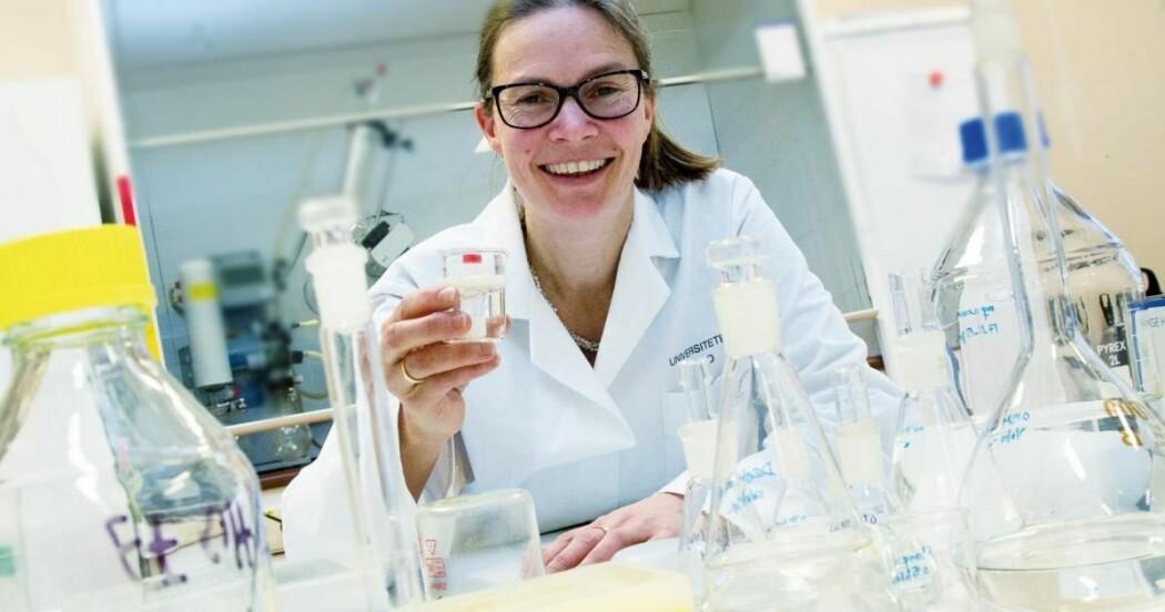 Marianne Hiorth er klar for å ta forskinga vidare frå laboratoriebenken.