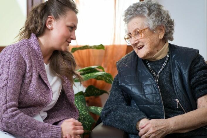 Studien til Edith R. Gjevjon viser at pleierne i hjemmesykepleien ikke besøkte den samme pasienten selv om de i følge skiftplanen hadde muligheter til det. Det betyr at det er praktisk mulig å øke kontinuiteten i pasientpleien, ifølge forskeren. (Foto: Microstock, Hunor Kristo)