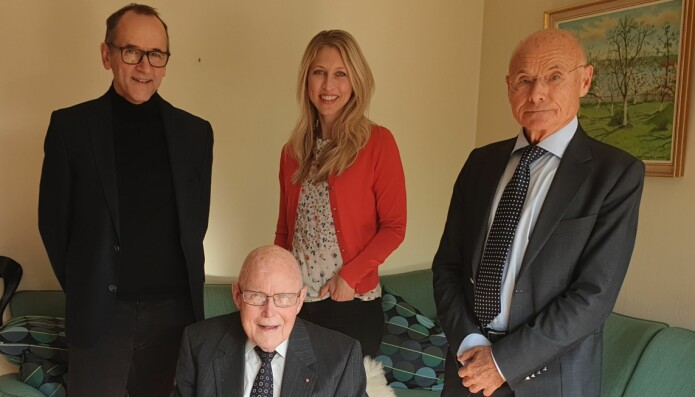 Bak fra venstre: Leiv Arne Rosseland, Silje Reme, Harald Breivik (alle UiO og OUS), sittende foran Bjørn Lind.