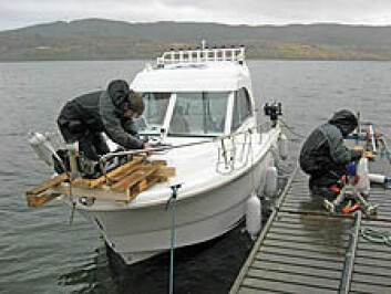 Bunnen av Botn ble kartlagt med utstyr som ble lastet ombord i denne båten. (Foto: NGU)