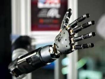 Denne armprotesen styres direkte fra hjernen via opptak av hjernebølger fra sensorer som er plassert direkte på hjernens overflate. (Foto: NTNU)