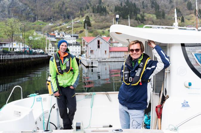 Forskerene Tore Strohmeier og Øivind Strand har brukt en uke på å teste ut metoden langs hele Hardangerfjorden. Nå håper de å bruke den langs hele kysten for å kartlegge blåskjellbestanden.
