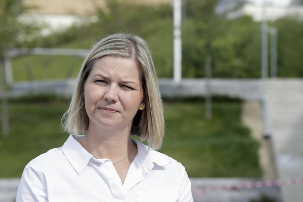 Kunnskaps- og integreringsminister Guri Melby (V) sier hun er bekymret over at et flertall av lærere har slitt med å følge opp sårbare elever.