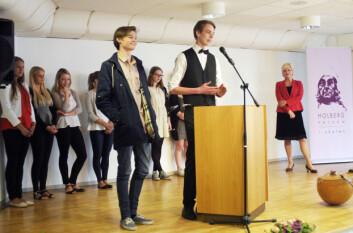 Håvard Dingen (t.h) og Benjamin Aanes ved Bergen katedralskole vant Holbergprisen i skolen 2013. (Foto: Andreas R. Graven)