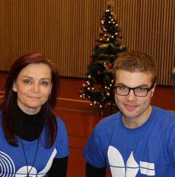 Studentene Line og Tarjei sier de setter pris på at de innsatte sier hva de mener om musikken. Foto: Siw Ellen Jakobsen