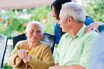 Få pleiere å forholde seg til er ansett som klinisk bra, fordi pleierne etterhvert kjenner pasienten godt og oppdager selv små endringer som skjer med pasienten over tid. (Foto: Microstock, Sandor Kacso)