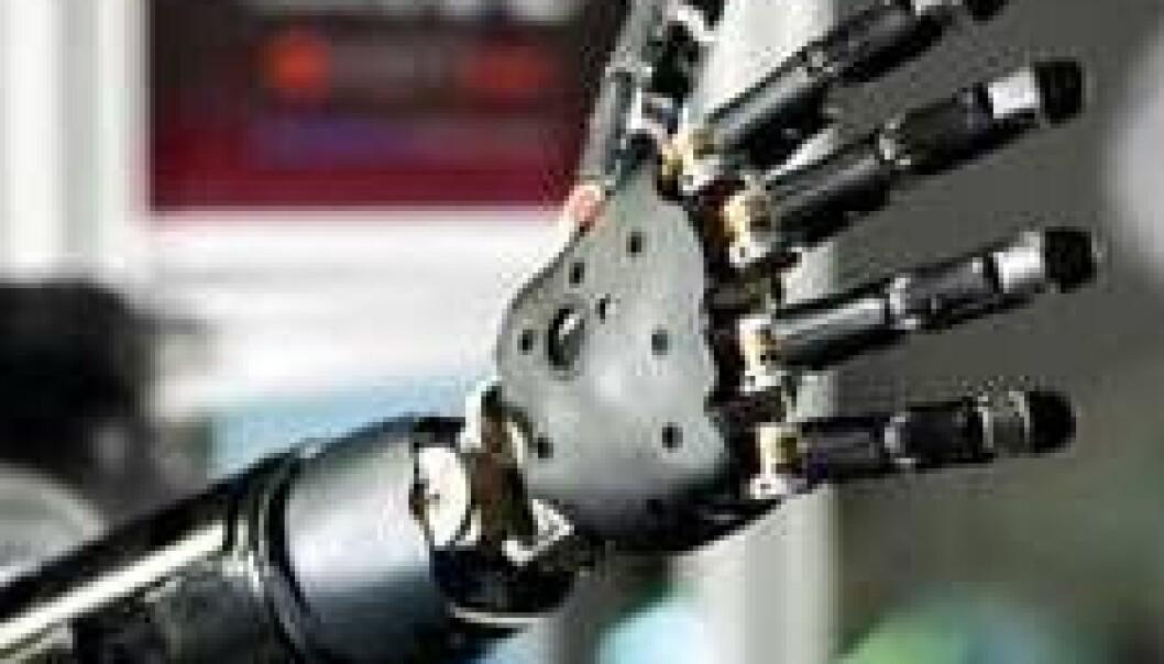 Denne armprotesen styres direkte fra hjernen via opptak av hjernebølger fra sensorer som er plassert direkte på hjernens overflate. NTNU