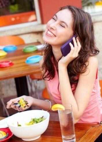 """""""Smarttelefoneiere har en annen oppfatning av hva som passer seg å snakke om offentlig enn andre."""" (Illustrasjonsfoto: Istockphoto)"""