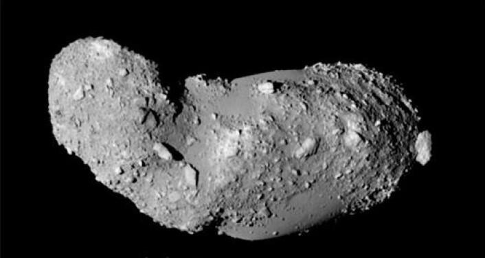 Asteroiden 25143 Itokawa er en typisk porøs asteroide som består av steiner og grus. Den er fotografert fra den japanske romsonden Hayabusa. (Foto: Japan Aerospace Exploration Agency (JAXA))