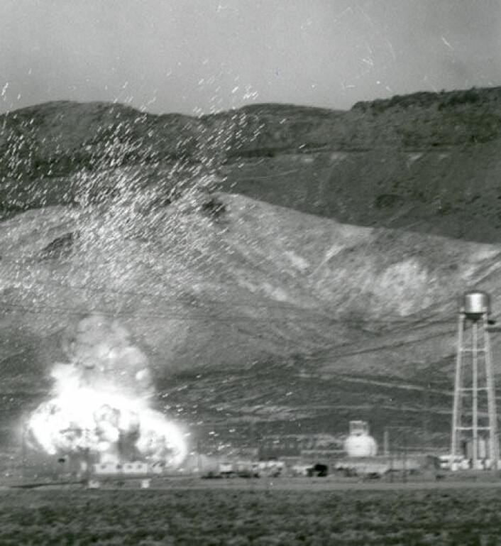 En reaktor går varm og eksploderer i et kontrollert sikkerhetseksperiment i Nevada på 1960-tallet. Denne reaktoren skulle brukes i atomrakettmotoren NERVA. (Foto: NASA)