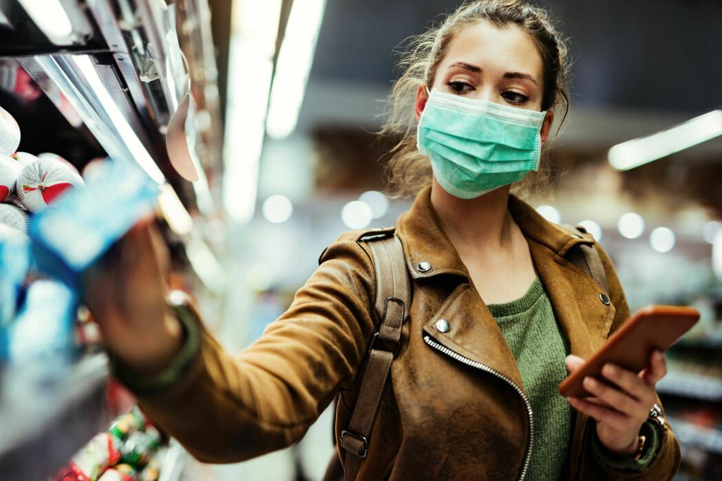 Tidligere har WHO bare anbefalt munnbind for helsepersonell, covid-19-syke og deres omsorgspersoner.