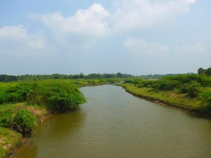Mellom Trankebar ved kysten og Thanjavur inne i land er landskapet flatt og preget av mange vannveier. Ove Giedde og Roland Crappé har kunnet bruke disse når de skulle reise til Thanjavur.