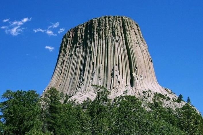 Devils Tower i Wyoming har større turist. (Foto: Wikimedia commons)
