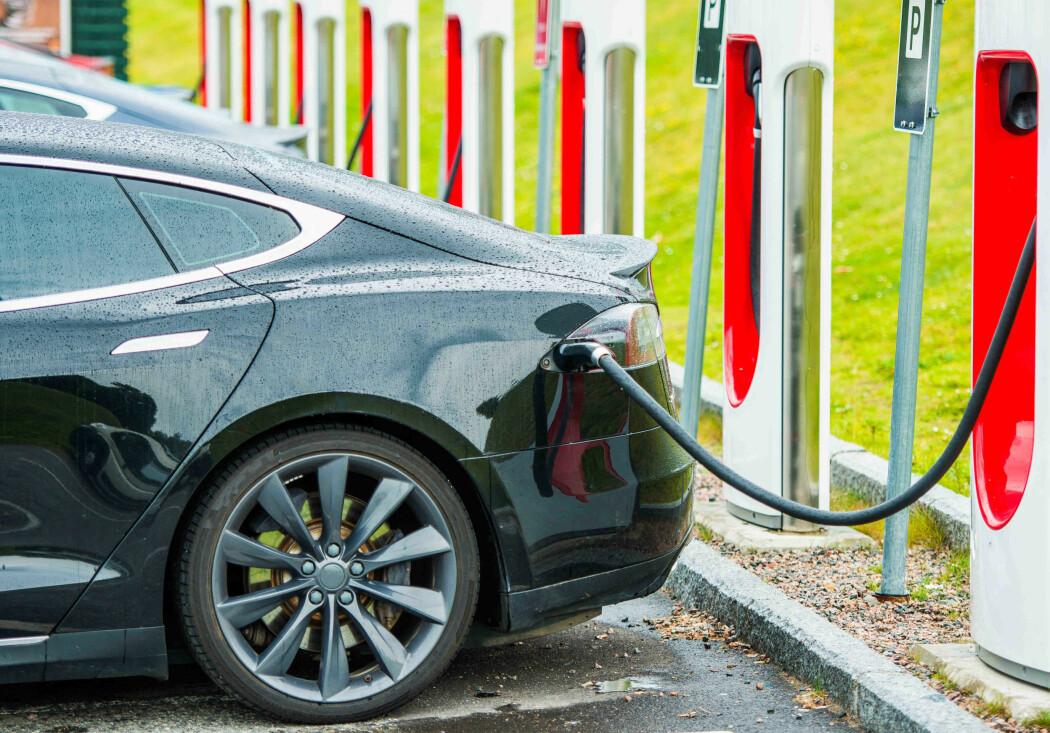Stadig flere elbiler selges, og det betyr stadig flere batterier som må håndteres.