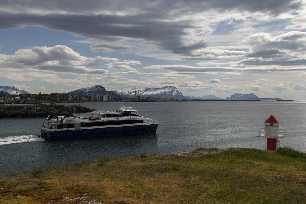 Hurtigbåt i Nordland, på vei ut fra Bodø til øyene i området.