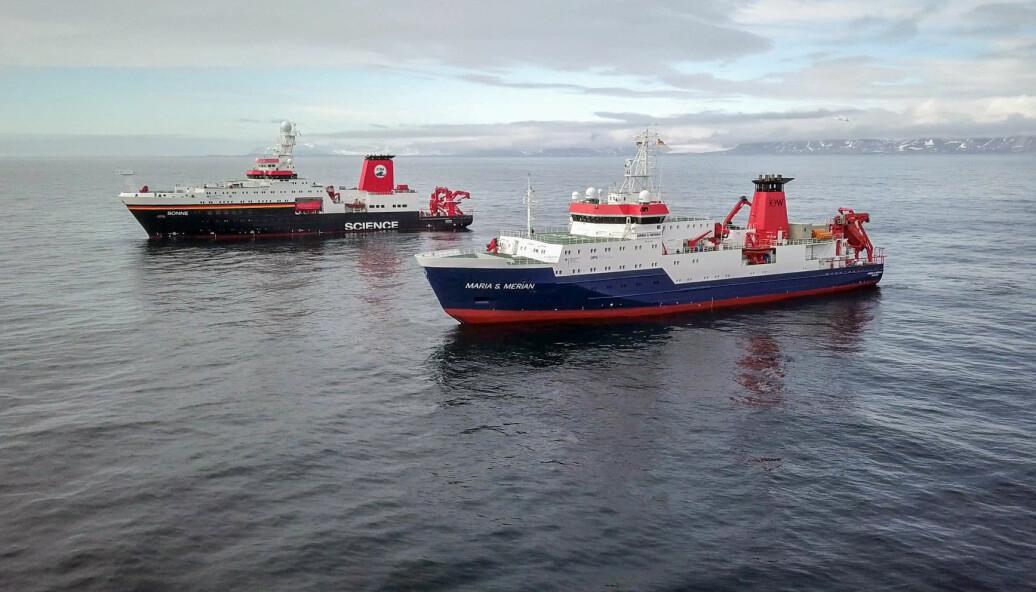 RV Maria S. Merian og RV Sonne ved Svalbard for for mannskaps- og utstyrsbytte.