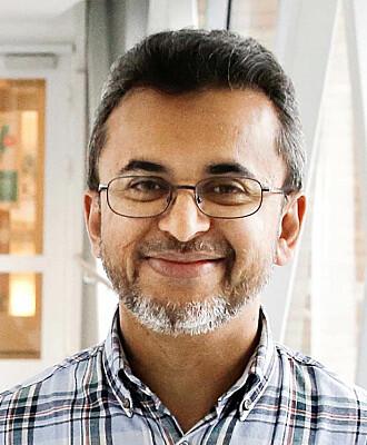 Koronaviruset og de enorme konsekvensene spredningen har fått, har pirret forskerinteressen til professor Farrukh Abbas Chaudhry ved UiO.